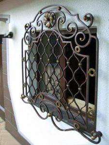 Кованые решетки на окна под заказ